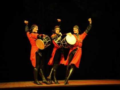 Древний грузинский танец «Мтиулури» в исполнении артистов из Батуми