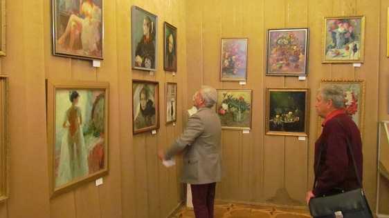 Виставка «Краса України у трьох іпостасях»