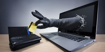 Співробітники відділу протидії кіберзлочинам Сумщини спільно зі слідчими поліції області викрили двох громадян у шахрайстві.